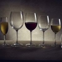 Vicrila Victoria Wine Glasses with wine