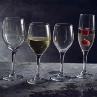 Vicrila Vintage Wine Glasses with wine